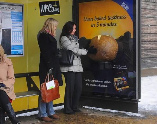 Campaña de ambient media con olor a patata asada